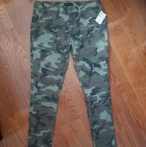 NWT Sanctuary clothing Camouflage skinny jeans